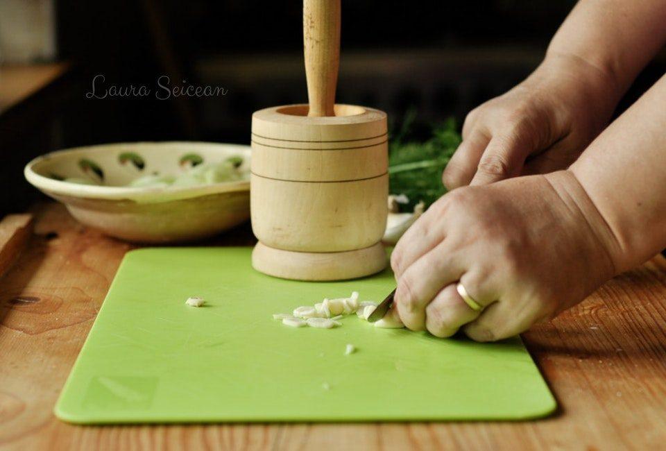 Preparare Salată de castraveți cu mărar și usturoi 5