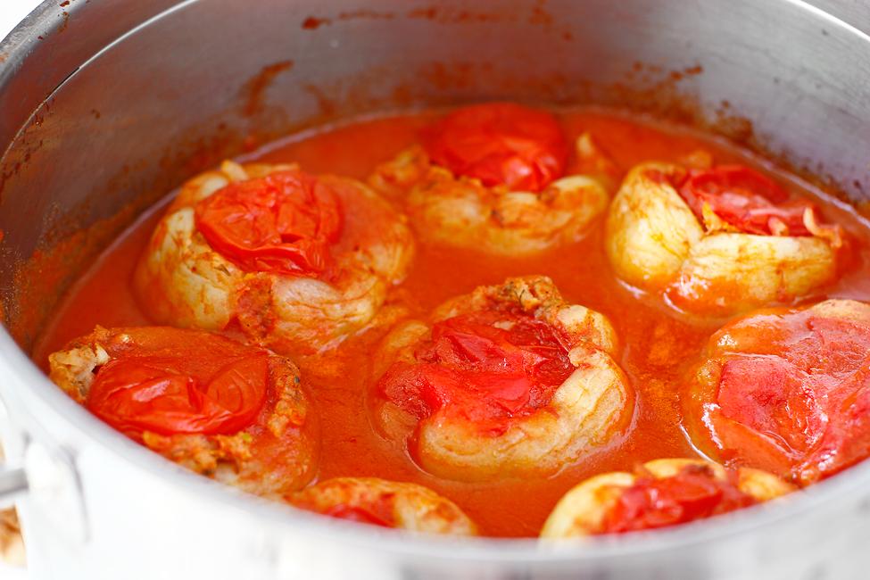 ardei umpluti cu carne de pui in sos de rosii reteta pas cu pas ardeii fierti