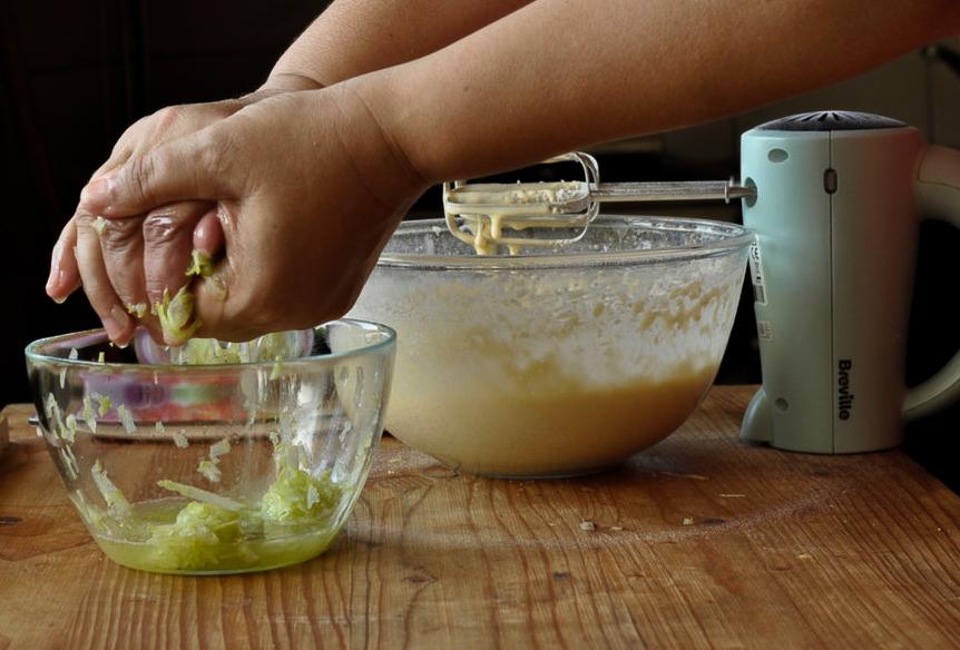 Preparare Brioșe aperitiv cu dovlecei 7