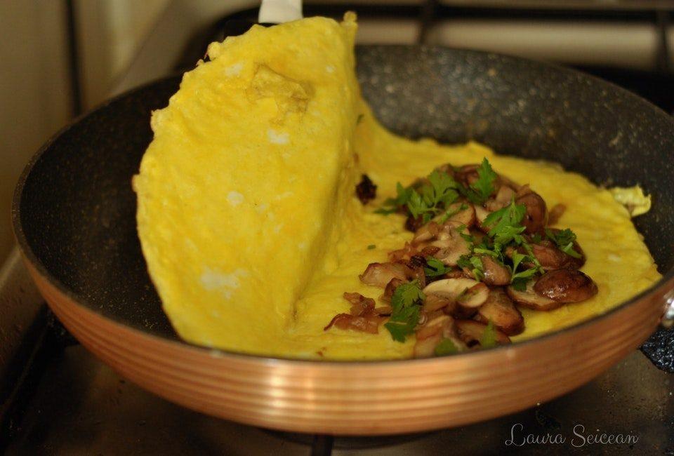 Preparare Omletă cu ciuperci 9