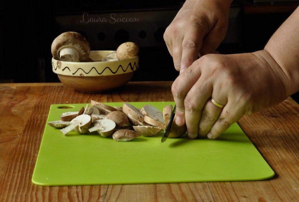 Preparare Omletă cu ciuperci 2