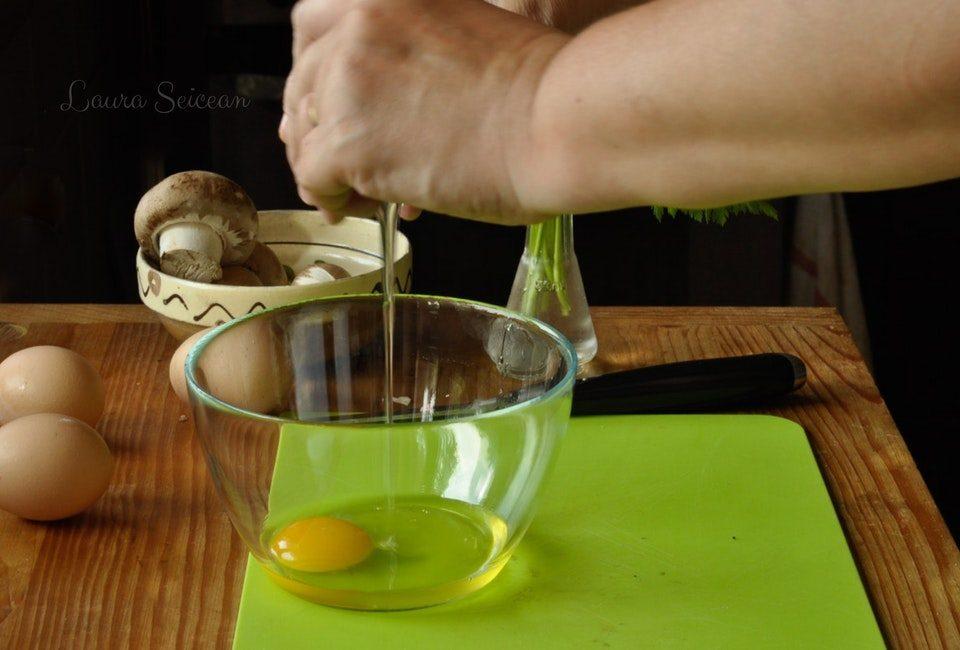 Preparare Omletă cu ciuperci 4