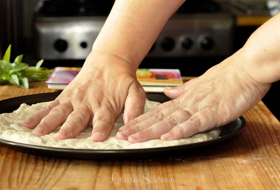Preparare Pizza cu șuncă și cașcaval 4