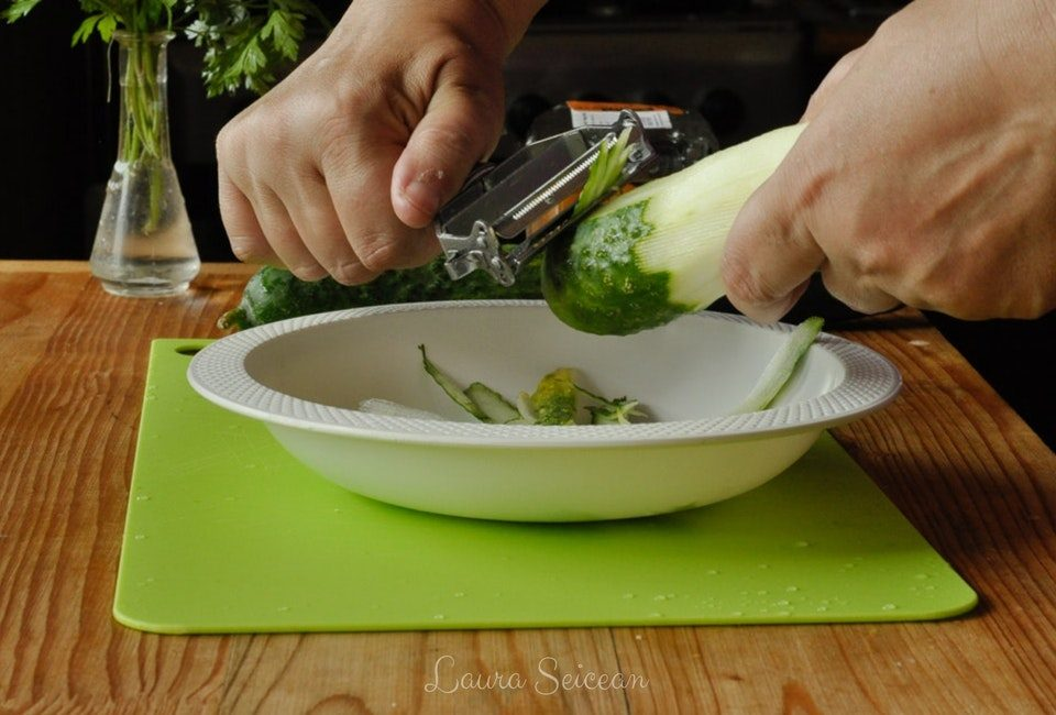 Preparare Salată bulgărească 3