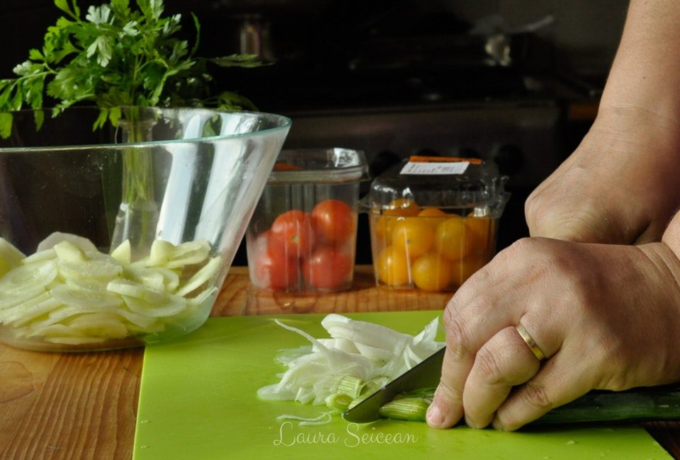 Preparare Salată bulgărească 7