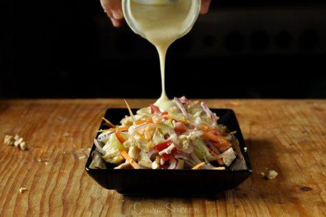 Salată cu piept de pui și legume