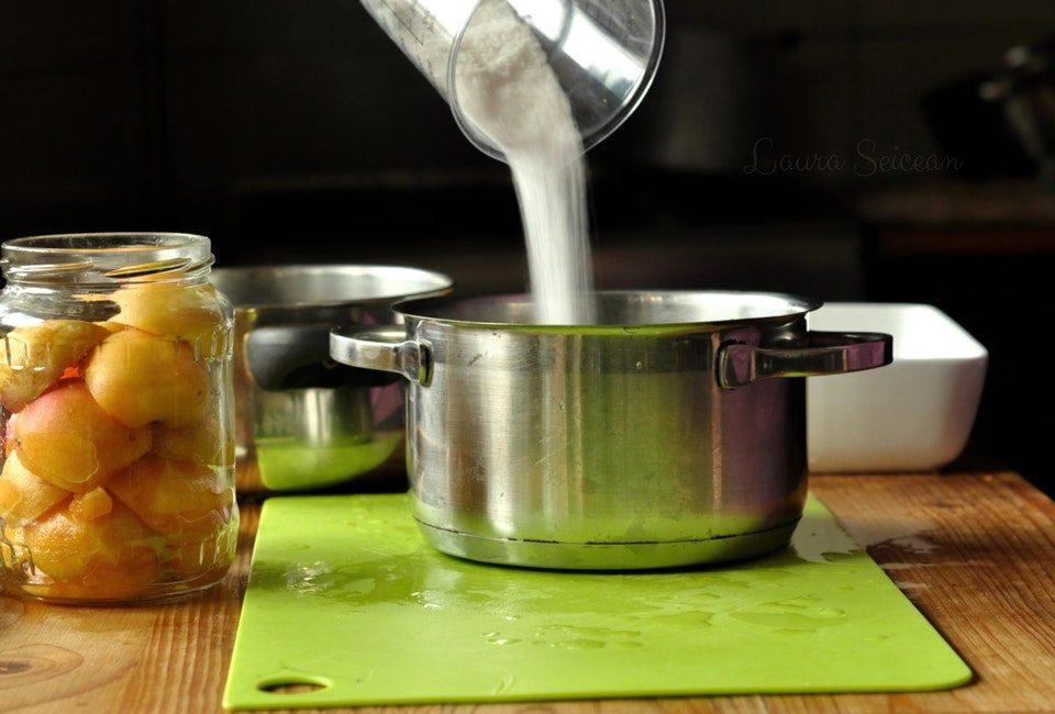 Preparare Compot de caise fără conservant - rețetă pentru iarnă 4