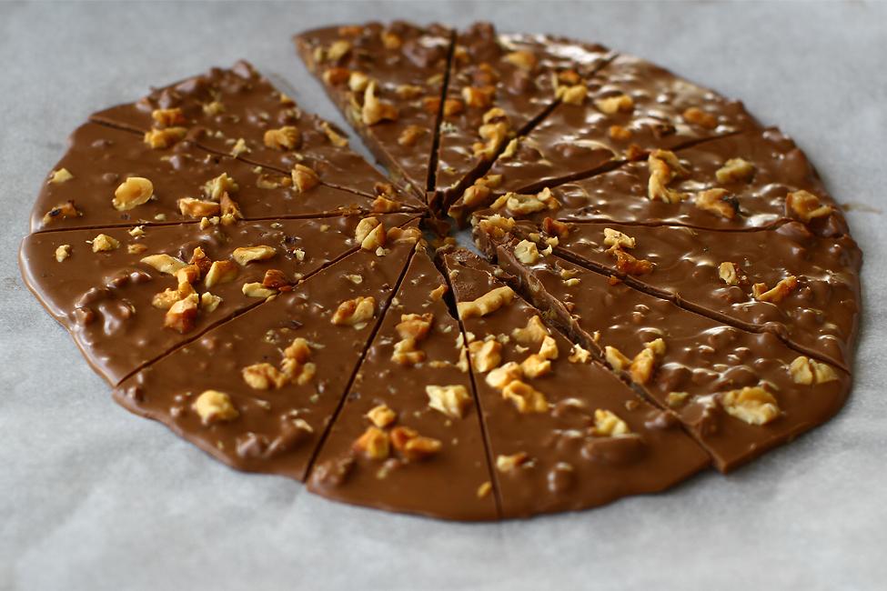 decor de ciocolata cu nuca pentru tort cu nuca reteta Laura Laurentiu