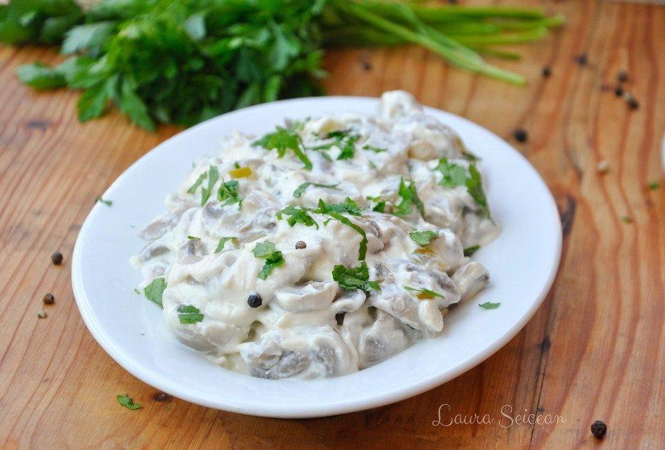 Preparare Salată de ciuperci cu smântână și usturoi 7