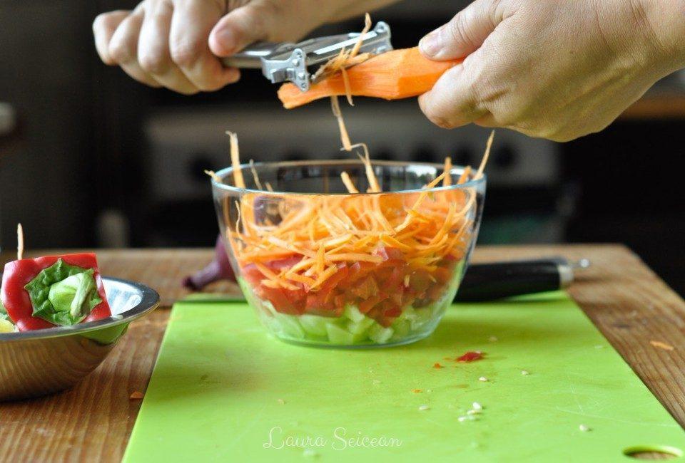 Preparare Salată cu piept de pui și legume 7