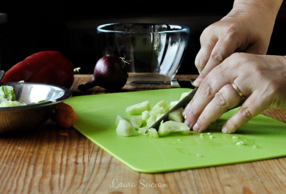 Preparare Salată cu piept de pui și legume 5