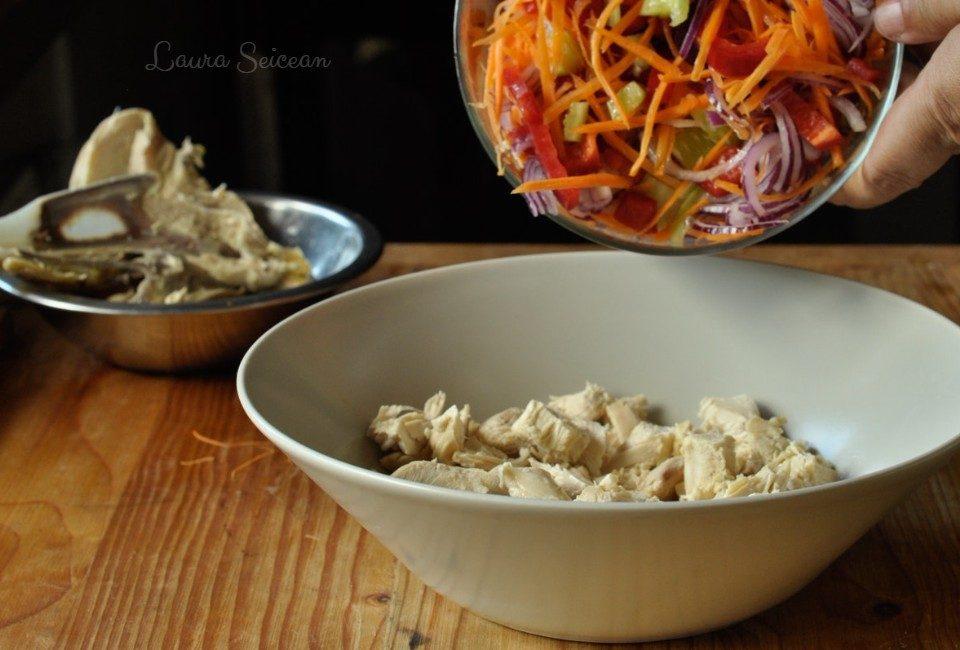 Preparare Salată cu piept de pui și legume 12