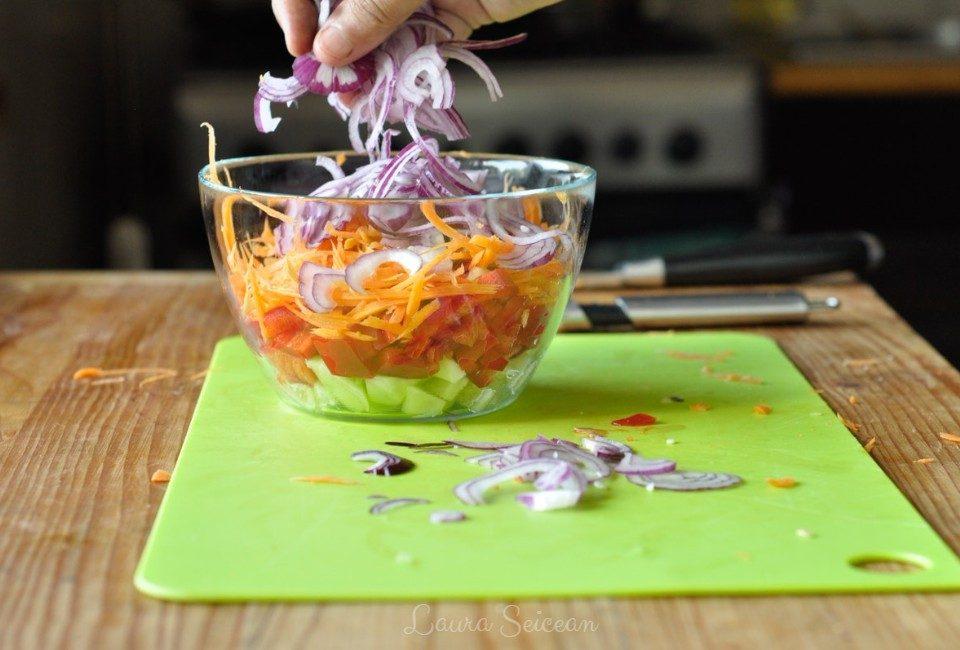 Preparare Salată cu piept de pui și legume 9