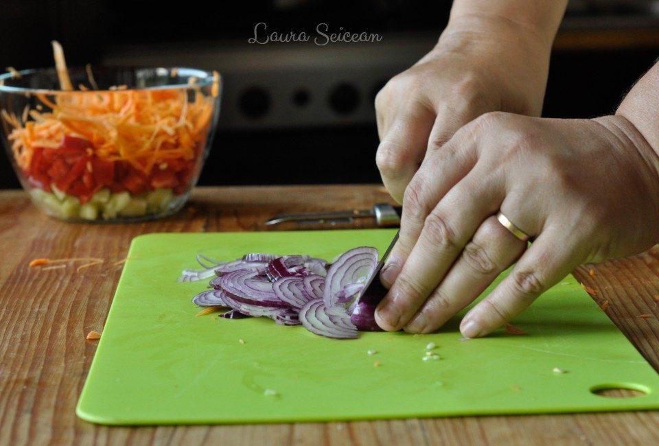 Preparare Salată cu piept de pui și legume 8
