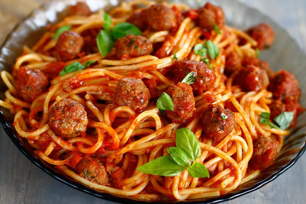 spaghete cu chiftele reteta Laura Laurentiu