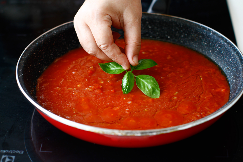 spaghete cu sos de rosii si chiftelute reteta pas cu pas preparare sos