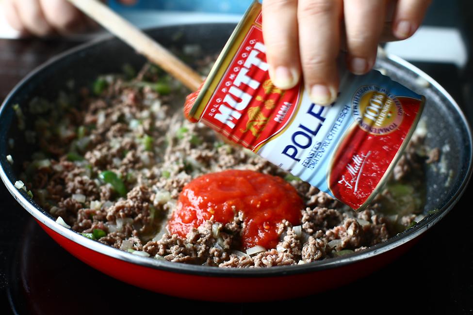 vinete umplute cu carne la cuptor vinete karnyarik adaugare pulpa de rosii maruntite