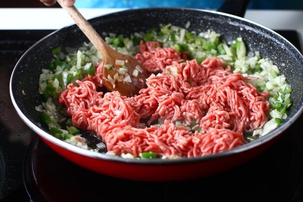 preparare umplutura de carne pentru vinete