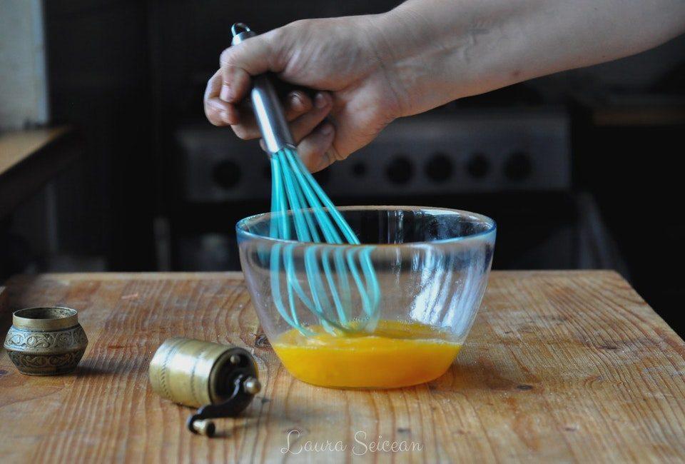 Preparare Omletă cu șuncă 2