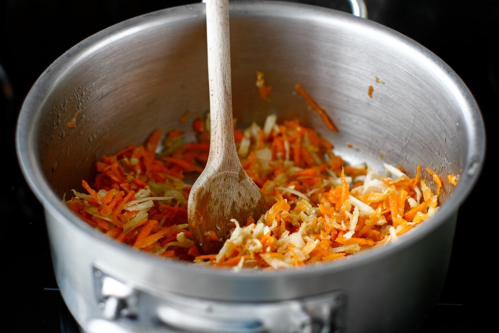 supa-de-rosii-cu-tarhana-reteta-pas-cu-pas-calirea-legumelor