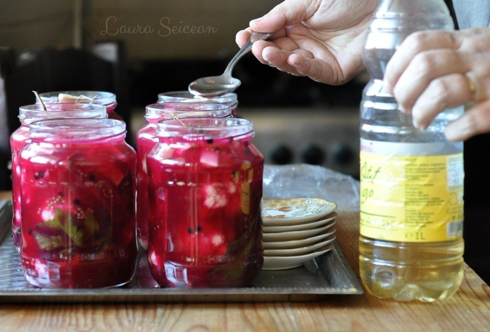 Preparare Conopidă murată cu sfeclă roșie 13