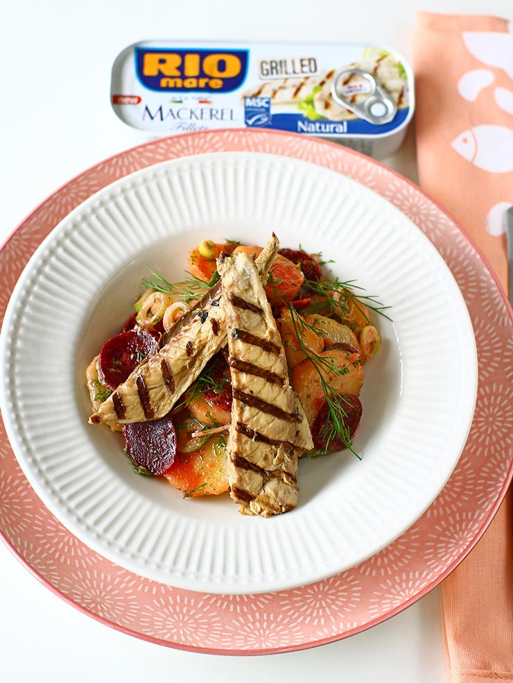 reteta de macrou la grill cu garnitura salata de cartofi cu sfecla rosie
