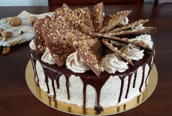 Tort cu nucă și ciocolată făcut de Emanuela Bejinar