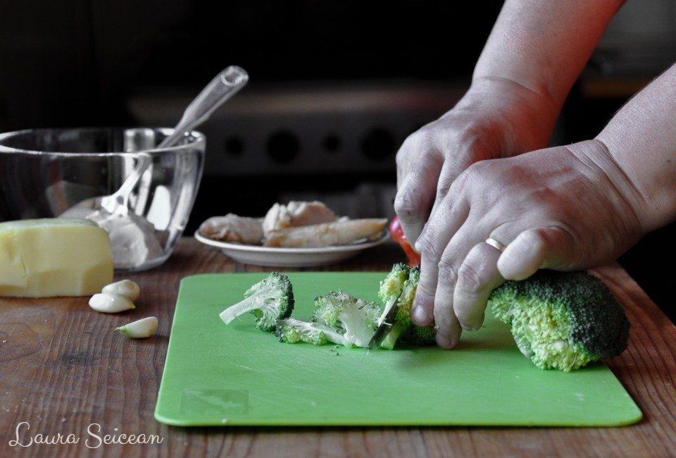 Preparare Pizza cu piept de pui și smântână 4