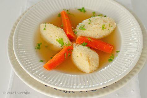 Găluște de gris pufoase pentru supă – rețetă video