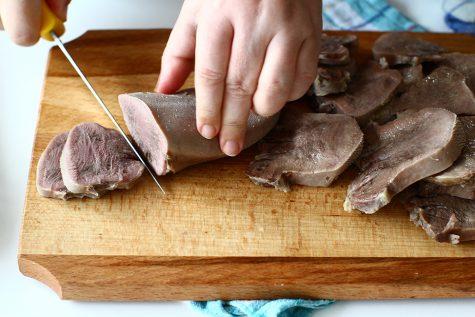 Cum se pregătește limba de vită înainte de a o include în preparate culinare