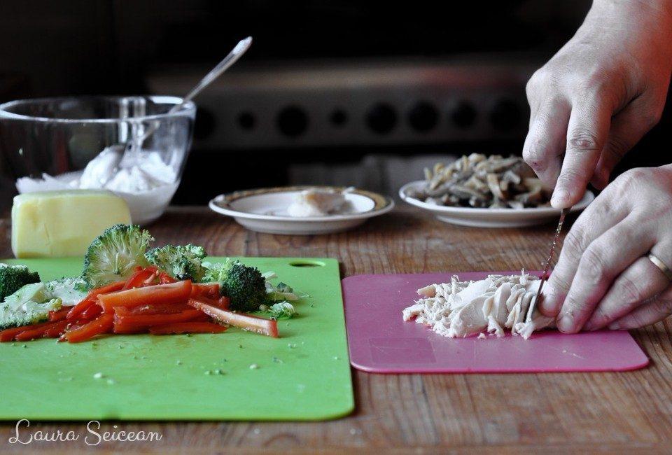 Preparare Pizza cu piept de pui și smântână 3