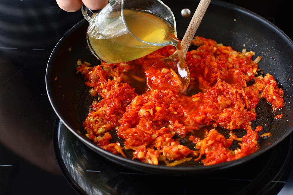 preparare si ingrediente mancare de limba cu masline si sos de rosii