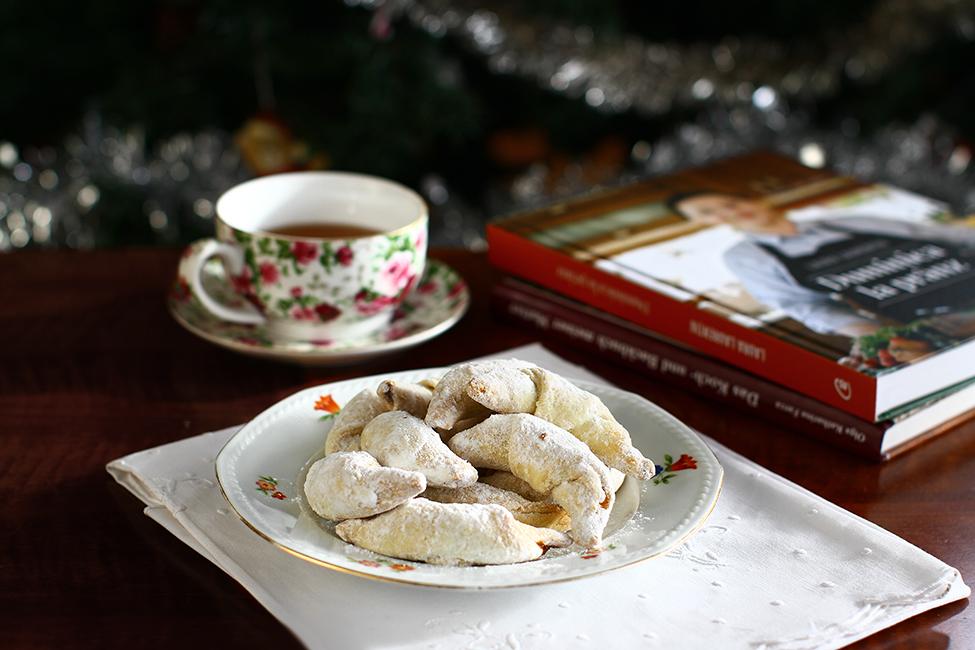 Cornulețe fragede cu unt și smântână - umplute cu nucă și gem