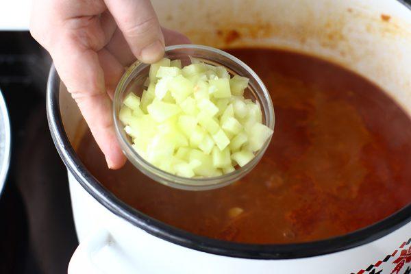 gulas de vitel cu galuste si cartofi reteta ungureasca pas cu pas ardei gras