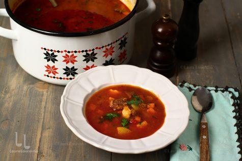 Gulaș de vițel cu găluște și cartofi – rețetă ungurească