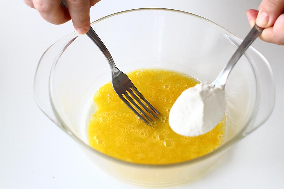 pregatire aluat de galuste csipetke pentru gulas de vitel cu galuste si cartofi