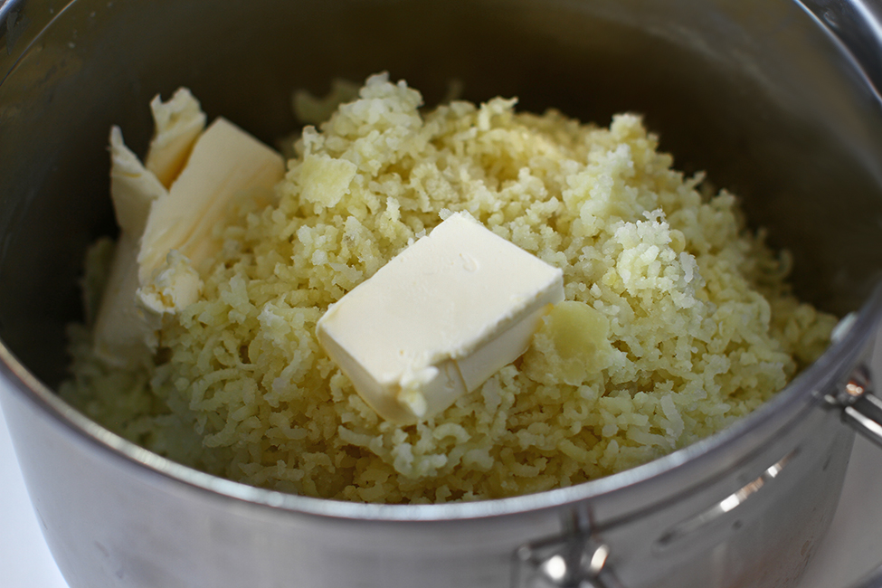 cartofi piure reteta preparare adaugare unt piure de cartofi pireu