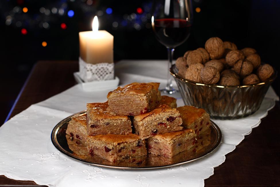 Česnica - cesnița - prăjitura tradițională a Crăciunului Sârbesc - cu foi de casă (video)