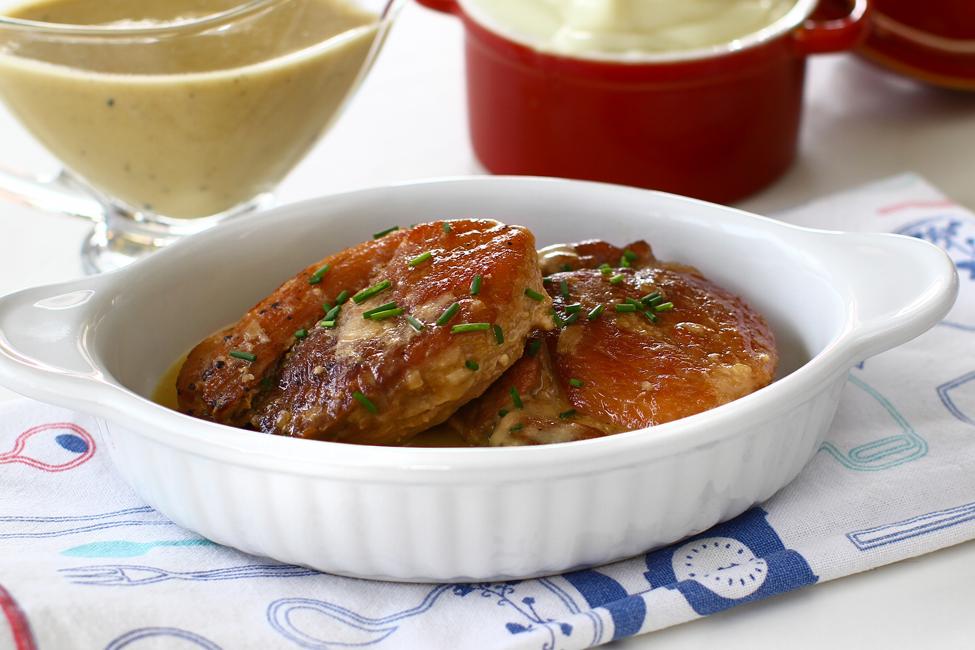 friptura inabusita din carne de poc cu ceapa si mustar la tigaie