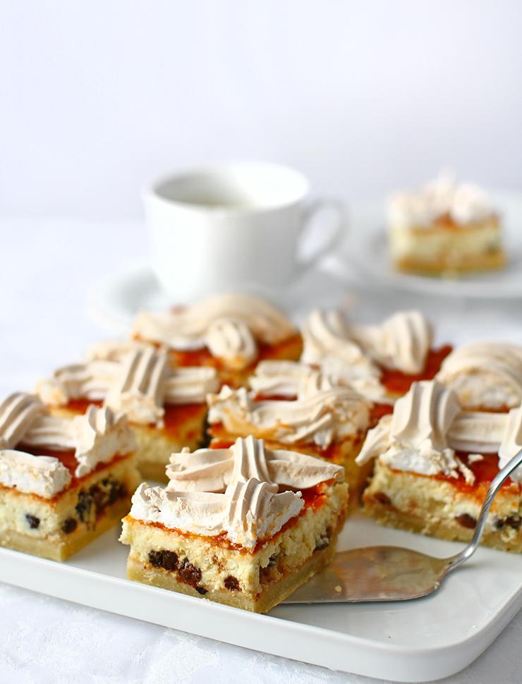 prajitura cu branza dulce bezea si gem de caise reteta prajitura rakoczi cu branza