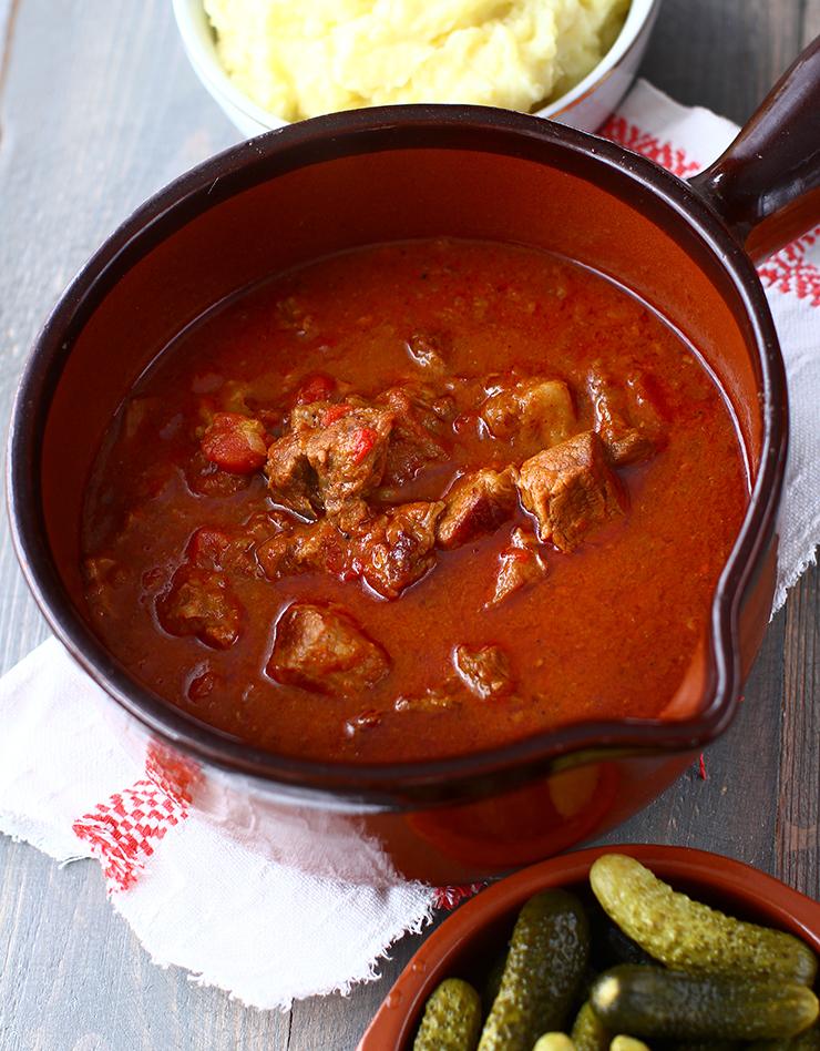 reteta tocanita de porc cu sos de ceapa si rosii reteta pas cu pas tocanita