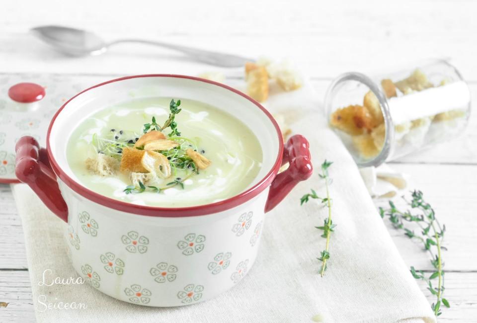 Supa-cremă de usturoi cu cartofi