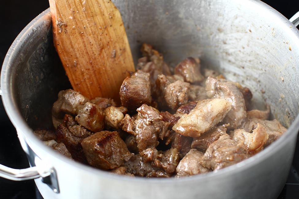 tocanita de porc rumenire carne