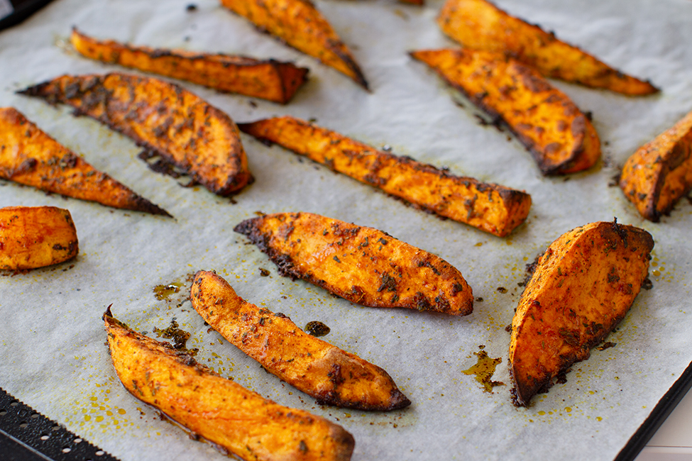 cartofii dulci copti imediat dupa ce sunt scosi din cuptor