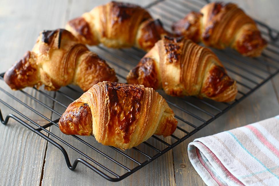 Cornuri cu nutella din aluat foietaj dospit, un fel de croissante cu nutella