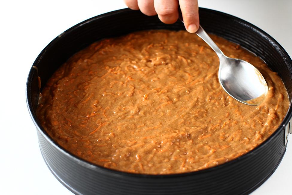 mod de preparare tort de morcovi nivelare compozitie blat de tort cu morcovi