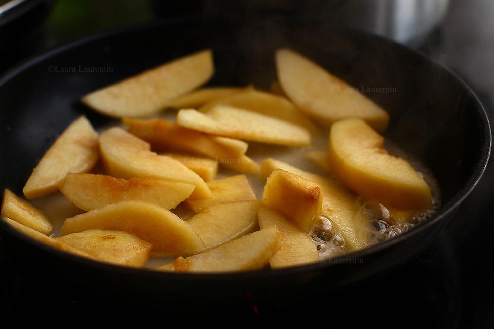 pulpe de pui cu gutui la tigaie reteta mancare de gutui cu pui caramelizare gutui.jpg