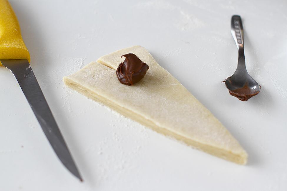 umplere si formare cornuri cu nutella