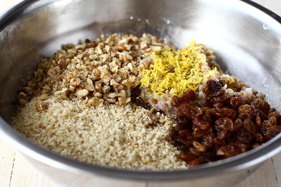 adaugare nuca stafide si arome la arpacasul de grau fiert