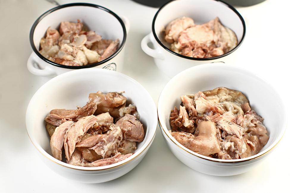 carnea fiarta pentru piftie portionata in castroane